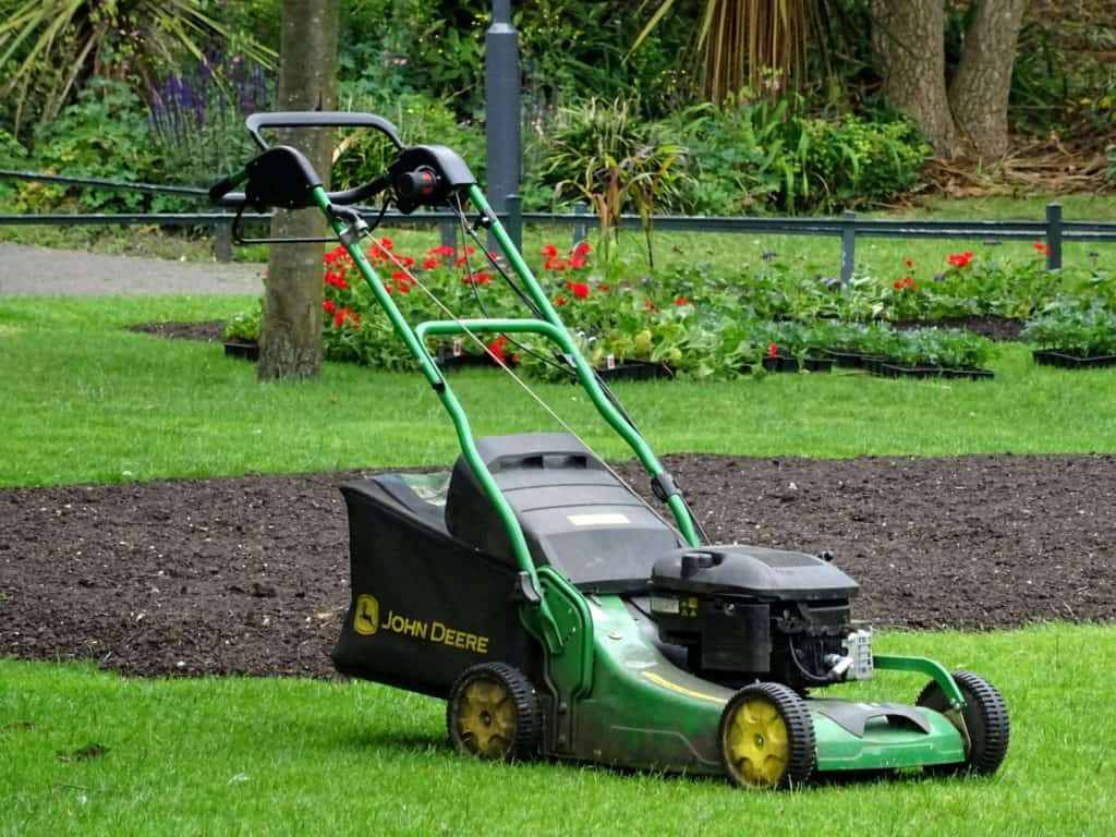 Self propelled mower vs push